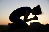 Postrado oracion orando