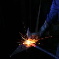 hierro con hierro se aguza